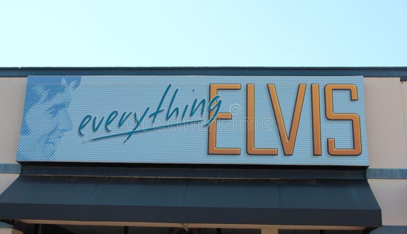 Allt Elvis Presley tecken på skärm på Graceland royaltyfri fotografi