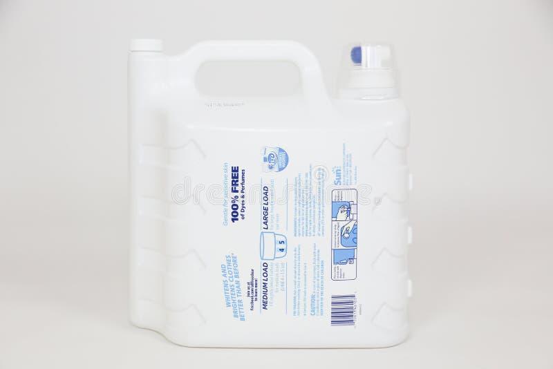 Allt ultra plus fritt & klart vätsketvätteritvättmedel royaltyfri fotografi