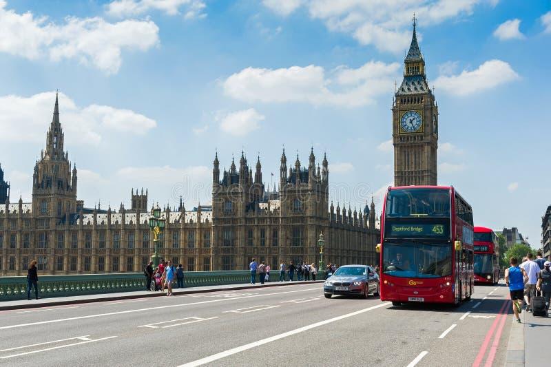 Alltagsleben auf der London-Straße stockbild