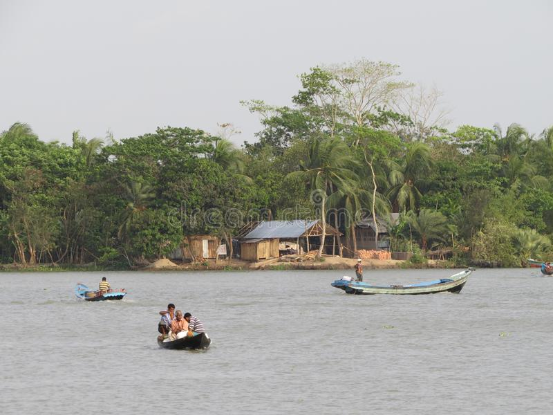 Alltagsleben in den Flüssen, Barishal, Bangladesch lizenzfreie stockfotografie