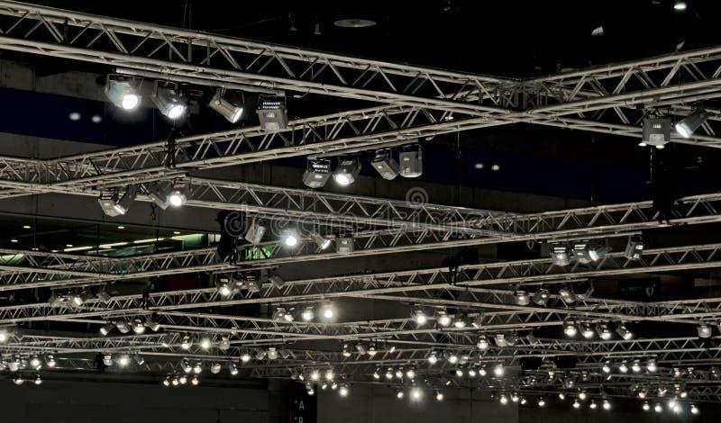 Allumage à un plafond de hall image libre de droits