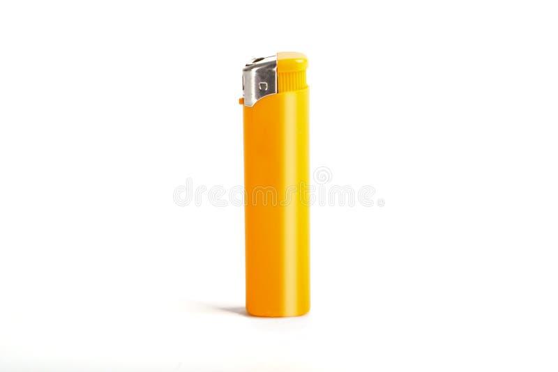 Allumeur jaune de cigarette d'isolement sur un blanc photos libres de droits
