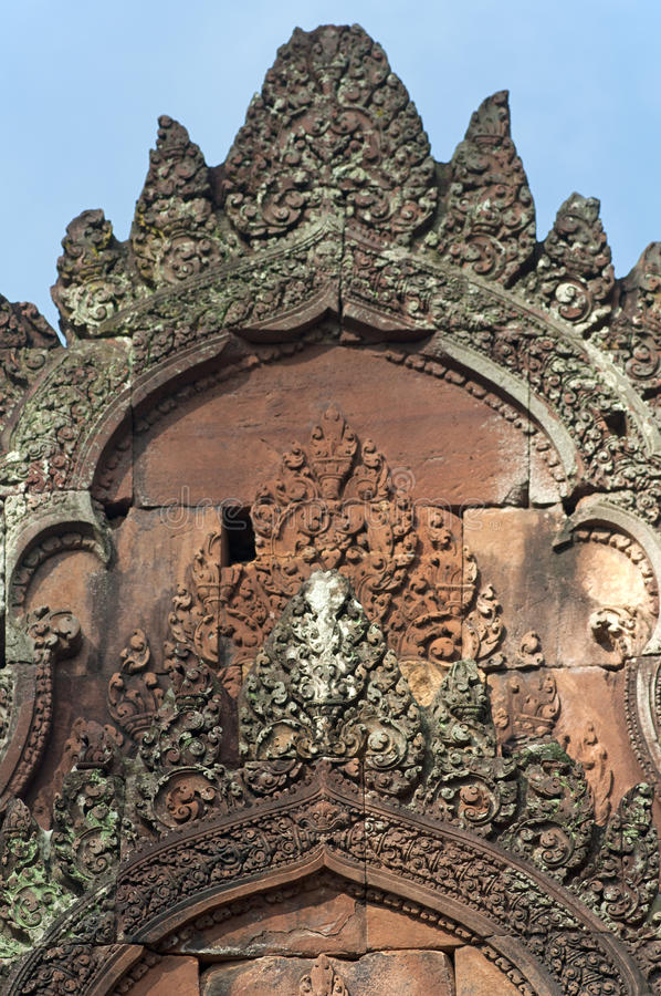 allumez le tombeau, temple de Banteay Srei, Cambodge photo stock