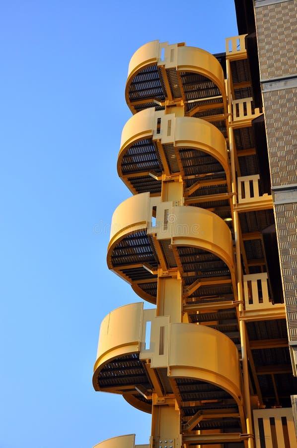 Allumez les escaliers d'une construction d'hôtel, Italie   images stock