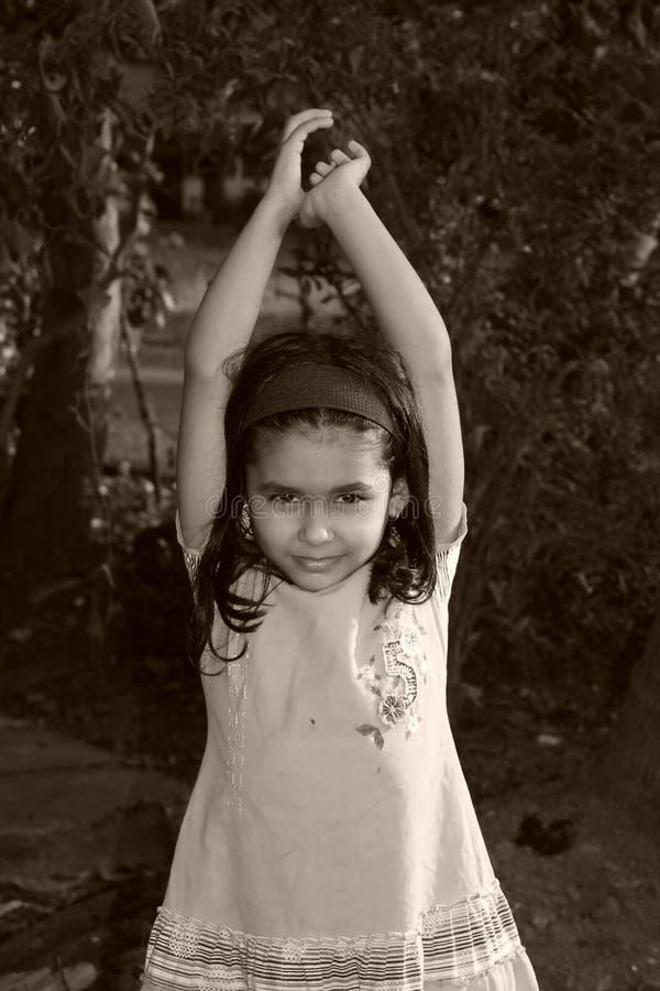 Allungamento della ragazza fotografie stock libere da diritti