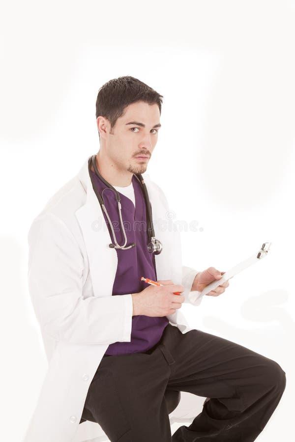 allvarlig doktorsmanlig arkivfoton