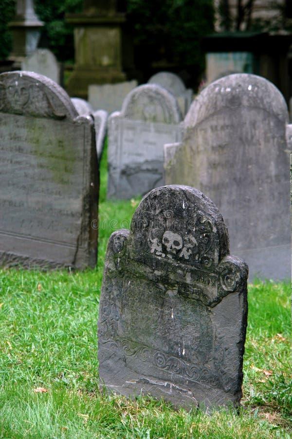 allvarlig gammal en tombstonesgård arkivbilder