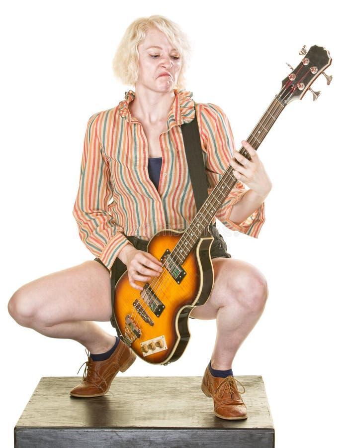Allvarlig gitarrist fotografering för bildbyråer