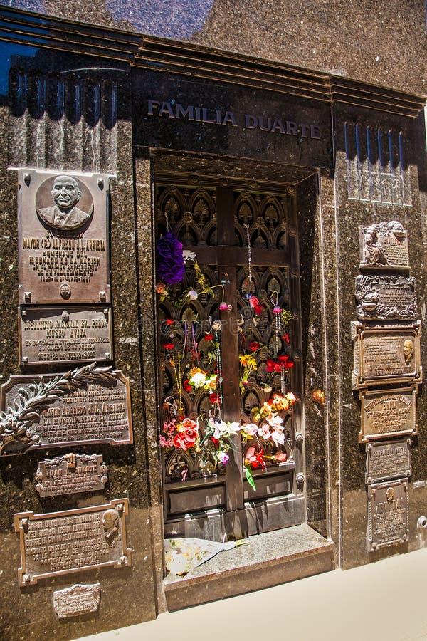 Allvarlig gravsten av Eva Peron i den LaRecoleta kyrkogården royaltyfri foto