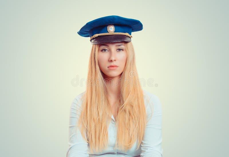 Allvarlig kvinna i foderlock royaltyfria foton