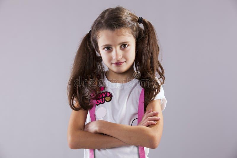 Allvarlig liten flicka royaltyfri bild