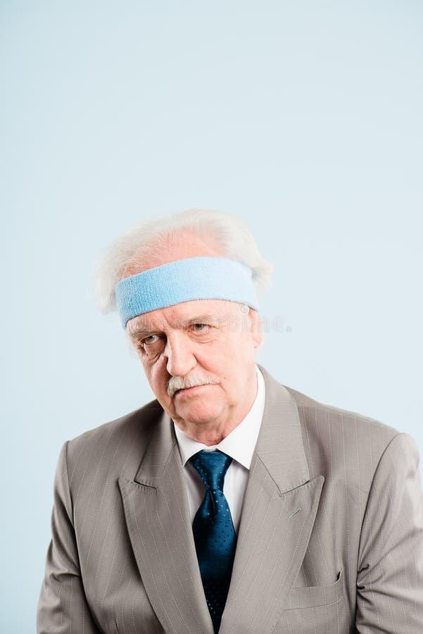 Bakgrund för blått för definition för kick för rolig manstående verkligt folk arkivbilder