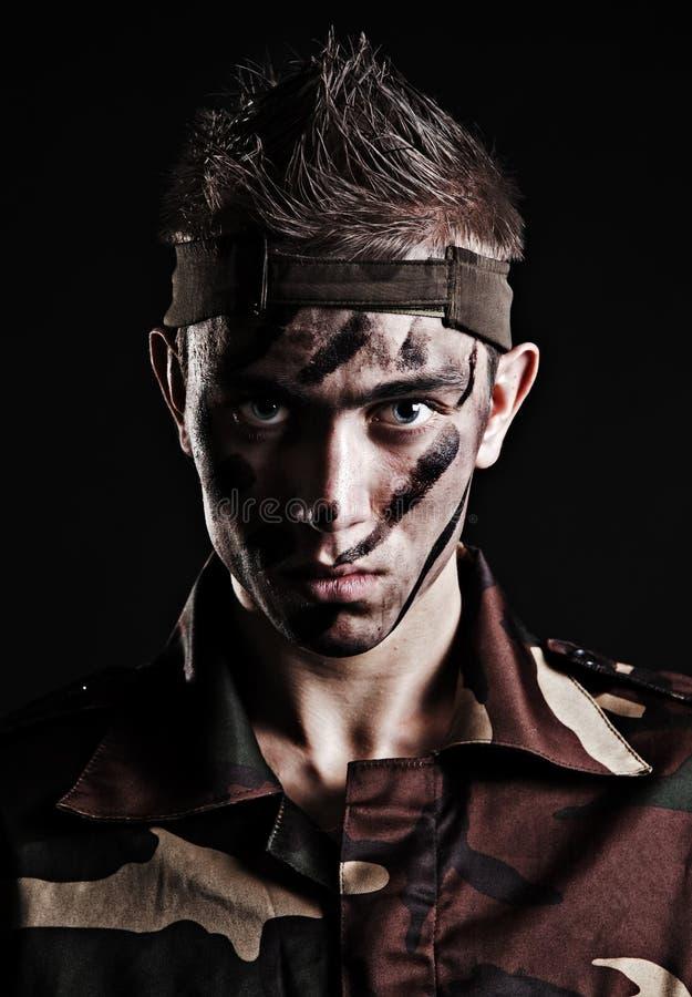 allvarlig soldat för stående fotografering för bildbyråer