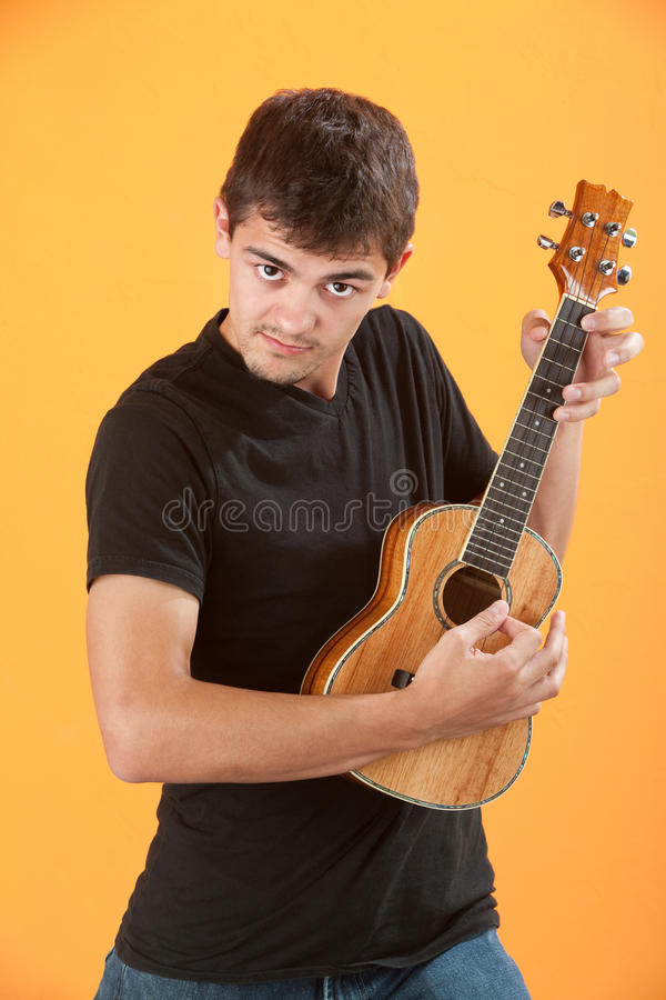 allvarlig teen ukulele för spelare royaltyfria bilder