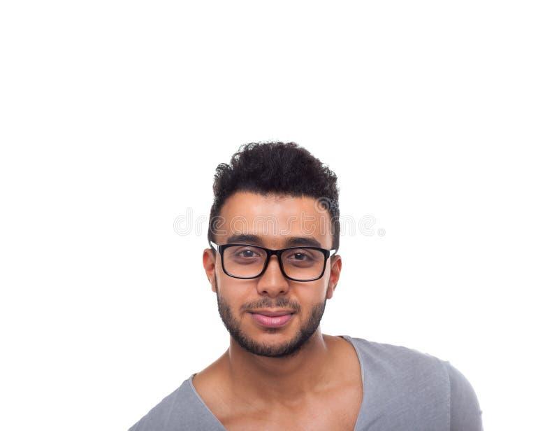 Allvarlig ung affärsman för tillfälliga för mankläder exponeringsglas för öga royaltyfri foto