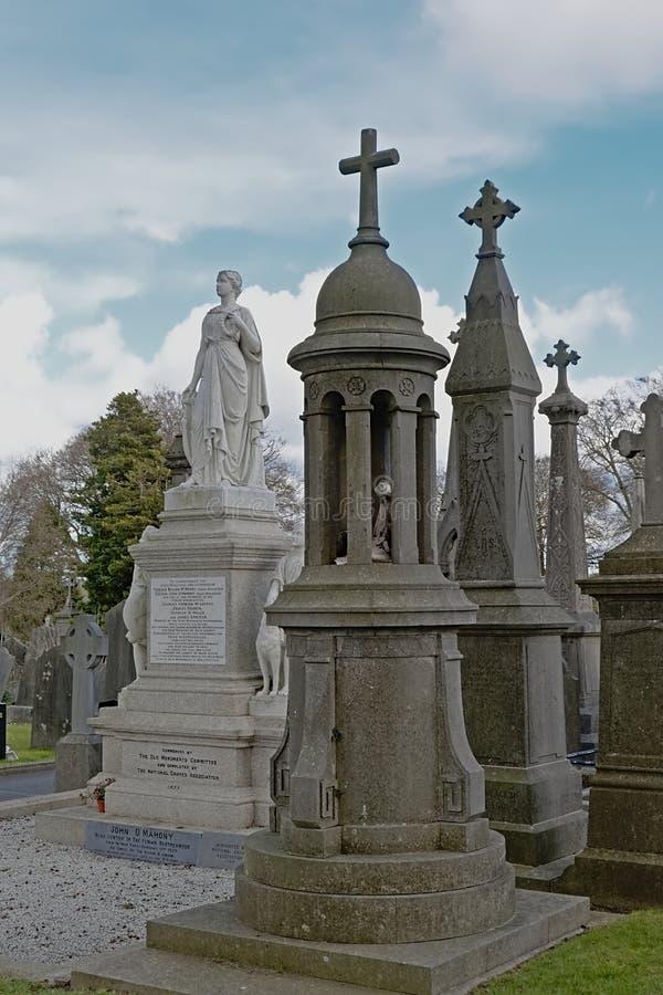 Allvarliga gravvalv och monument till soldaterna som dog i attlen för irländsk självständighet arkivbilder