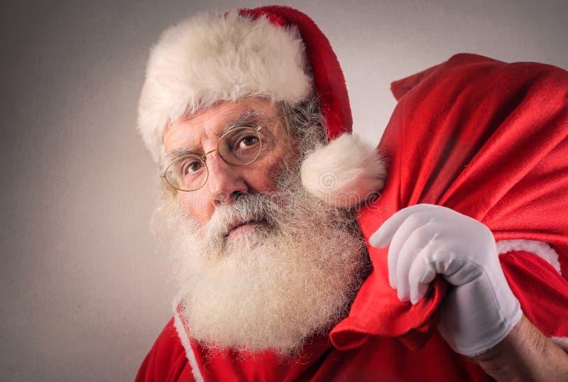 Allvarliga Jultomte royaltyfri foto