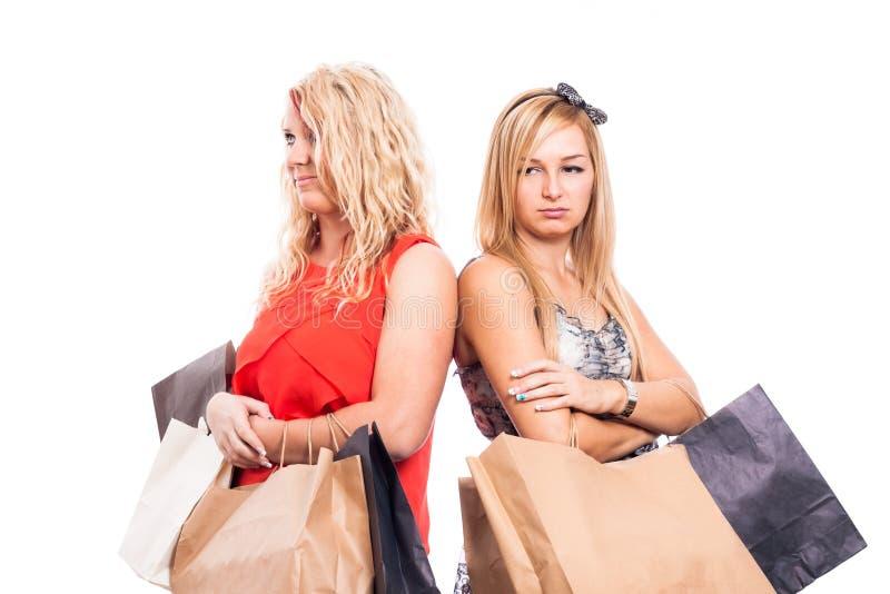 Allvarligt shoppa för flickor royaltyfria foton