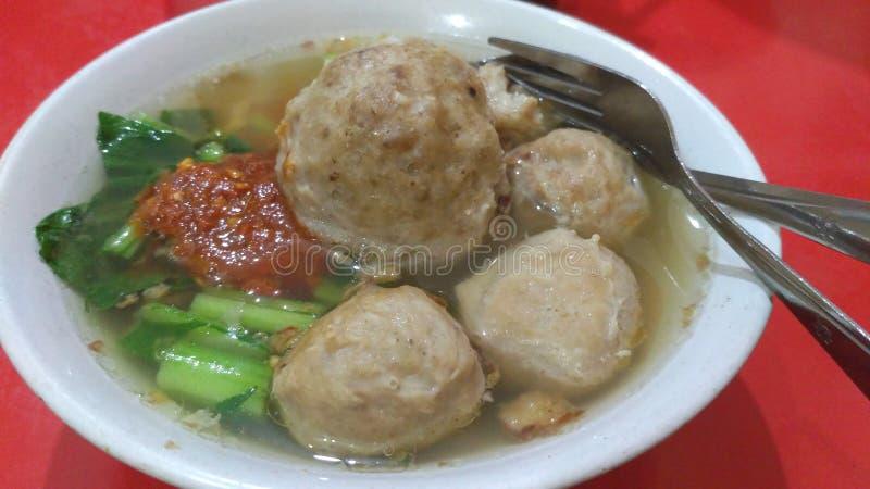 Almôndega de Bakso com sambal, alimento indonésio fotografia de stock