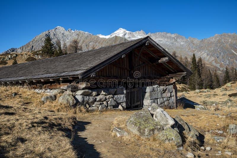 Alm alpino fotografía de archivo libre de regalías
