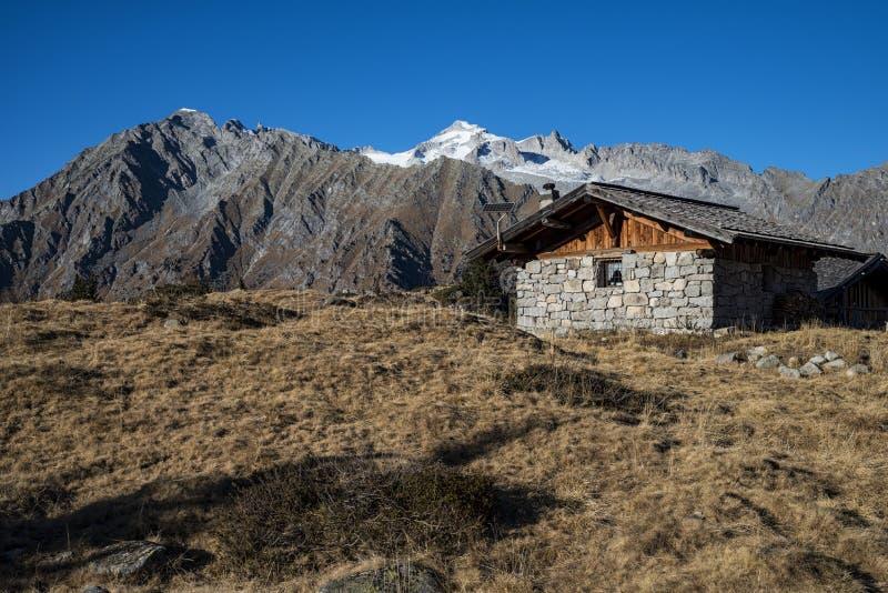 Alm alpino imagen de archivo