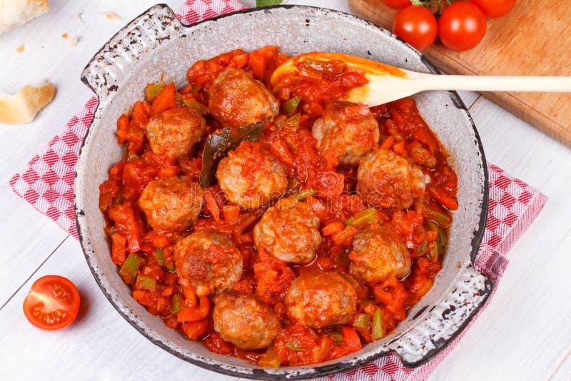 Almôndegas com tomate fotos de stock