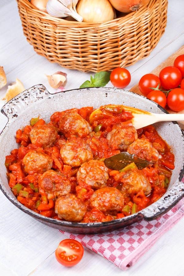 Almôndegas com tomate imagem de stock royalty free