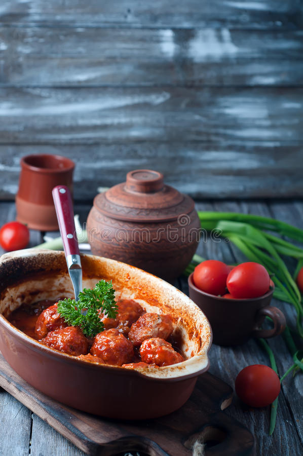 Almôndegas no molho de tomate do agridoce foto de stock