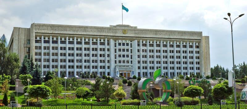 Alma Ata, Kazachstan - de bouw van stadsbeleid bij royalty-vrije stock foto