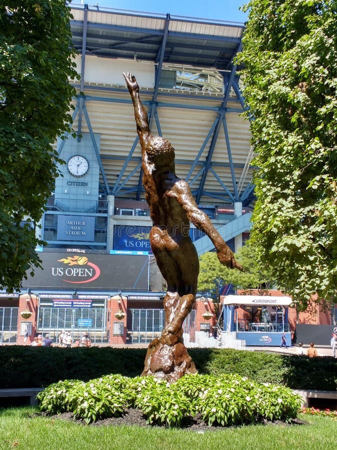 Alma en vuelo, un monumento a Arthur Ashe, centro del tenis de Estados Unidos, Nueva York fotografía de archivo libre de regalías