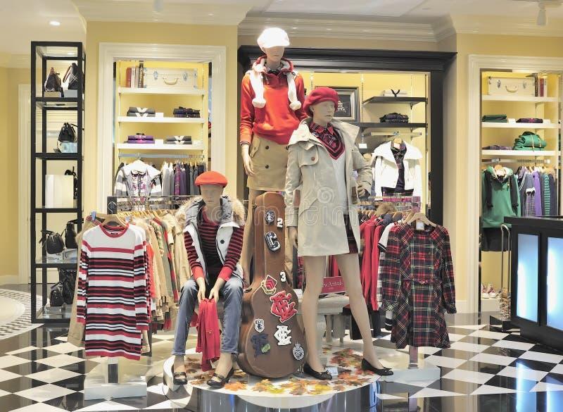 Almacén de la ropa de moda imagen de archivo
