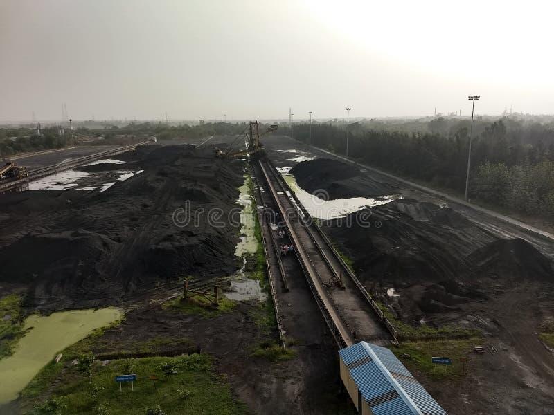 Almacén del carbón en industrias fotos de archivo libres de regalías