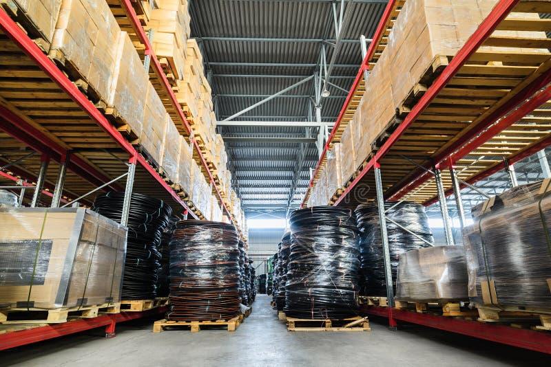 Almacén grande del hangar industrial y compañías de la logística fotos de archivo libres de regalías