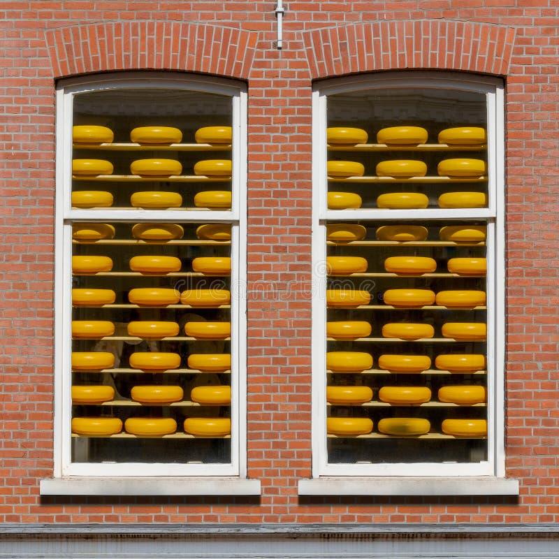 Almacén holandés viejo del queso de Gouda imagen de archivo