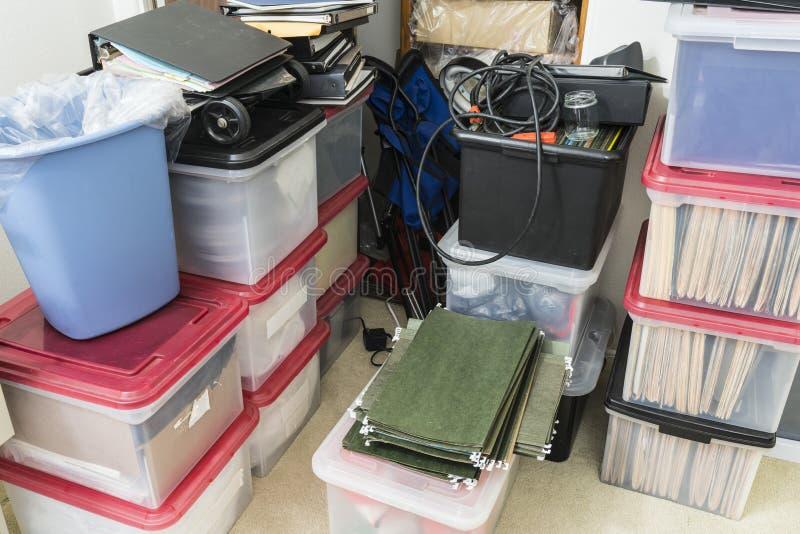 Almacén sucio del desbordamiento de la oficina foto de archivo libre de regalías