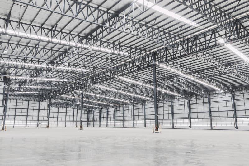 Almac?n vac?o Edificio de la fábrica o edificio del almacén con el piso concreto para la industria foto de archivo