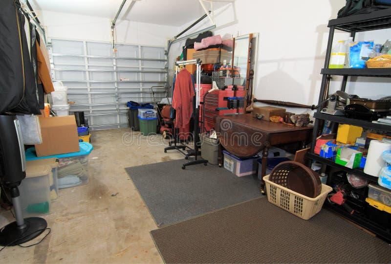 Almacenaje del garage - 2 fotos de archivo