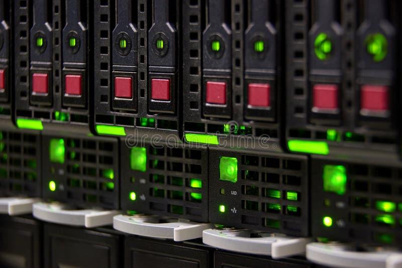 almacenamiento grande del servidor del centro de datos foto de archivo libre de regalías