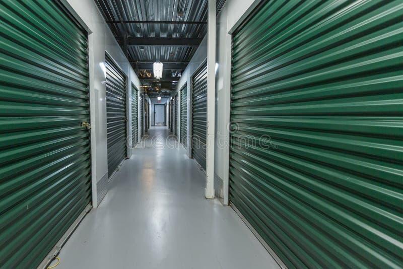 Almacenamiento industrial en la ciudad fotografía de archivo libre de regalías