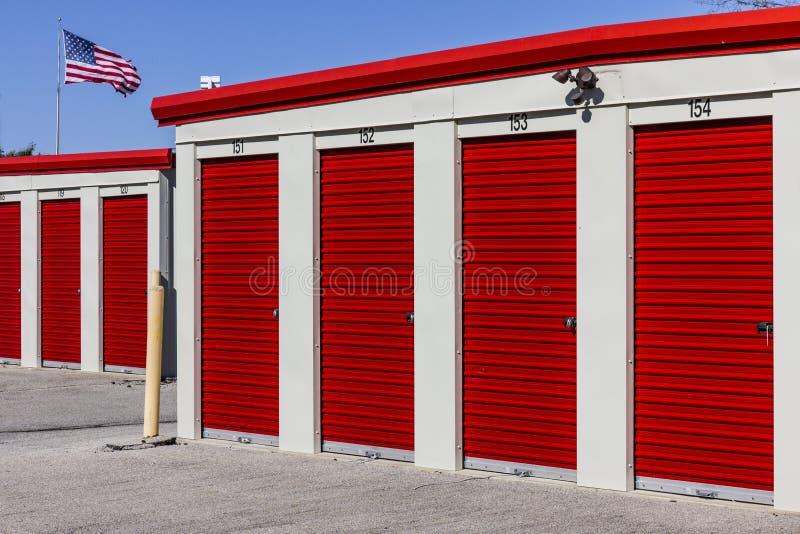 Almacenamiento numerado del uno mismo y mini unidades del garaje del almacenamiento II foto de archivo