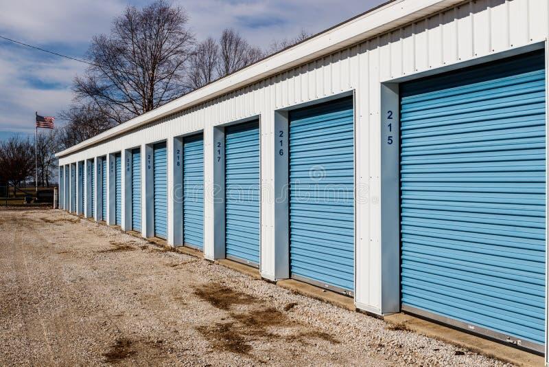 Almacenamiento numerado del uno mismo y mini unidades del garaje del almacenamiento III fotos de archivo