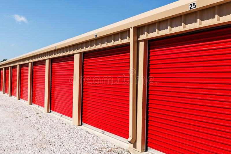 Almacenamiento numerado del uno mismo y mini unidades del garaje del almacenamiento III fotos de archivo libres de regalías