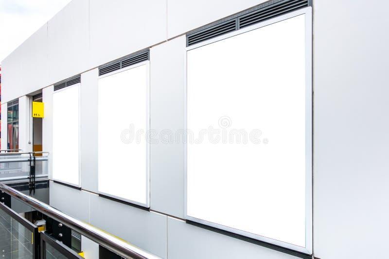 Almacene la mofa de la ventana del escaparate encima de la plantilla imagen de archivo