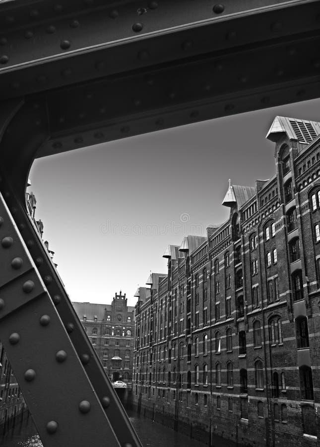 Almacenes en blanco y negro imagenes de archivo