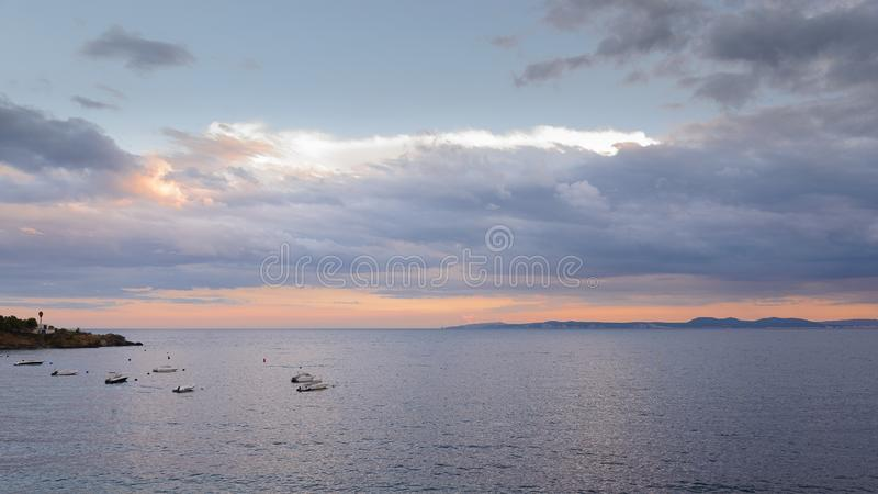 Almadrava-Strand, Rosen in der Costa Brava, Spanien lizenzfreies stockbild