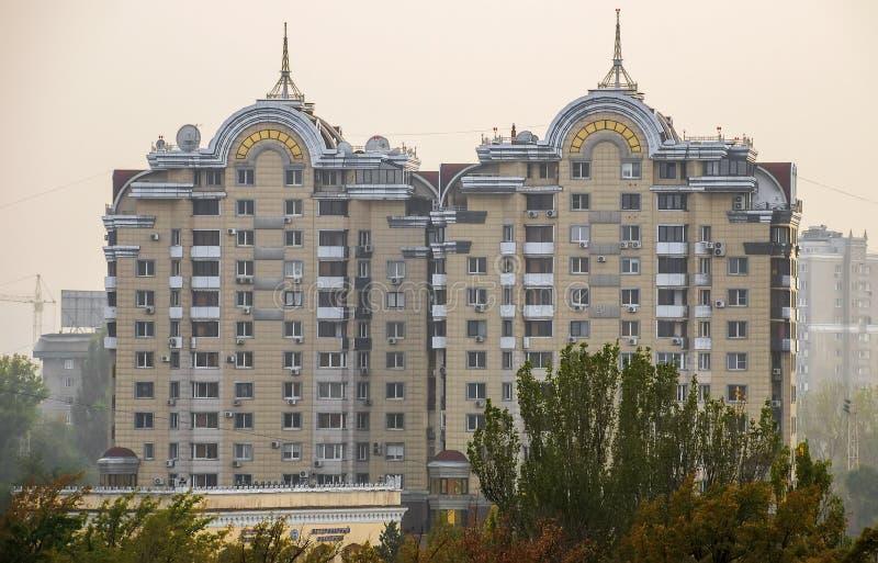 Almaty - arquitectura moderna foto de archivo libre de regalías