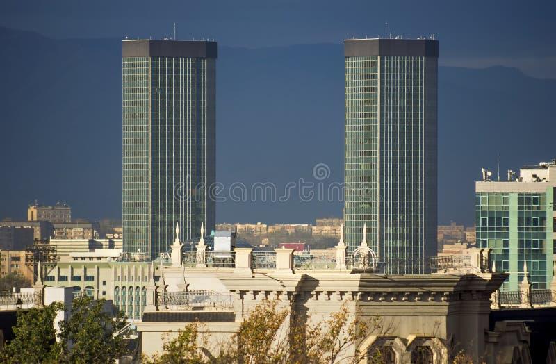Almaty - arquitectura moderna fotos de archivo libres de regalías