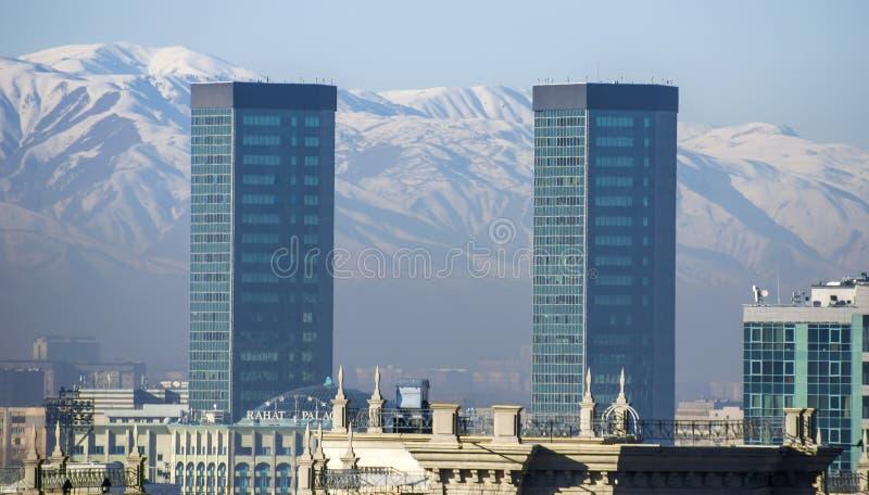 Almaty - arquitectura moderna imágenes de archivo libres de regalías