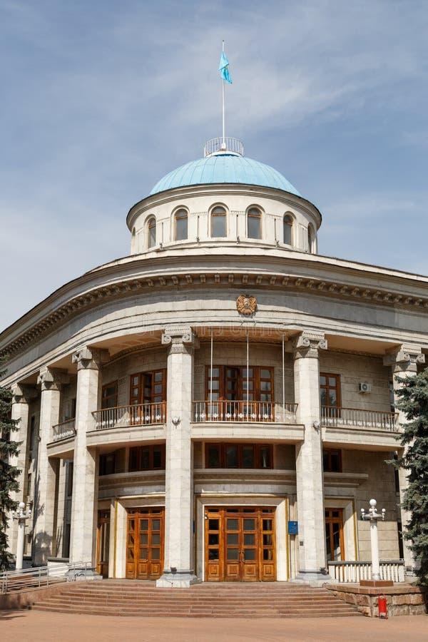 Almaty, Cazaquistão - 29 de agosto de 2016: O instrumento do akimat de imagens de stock