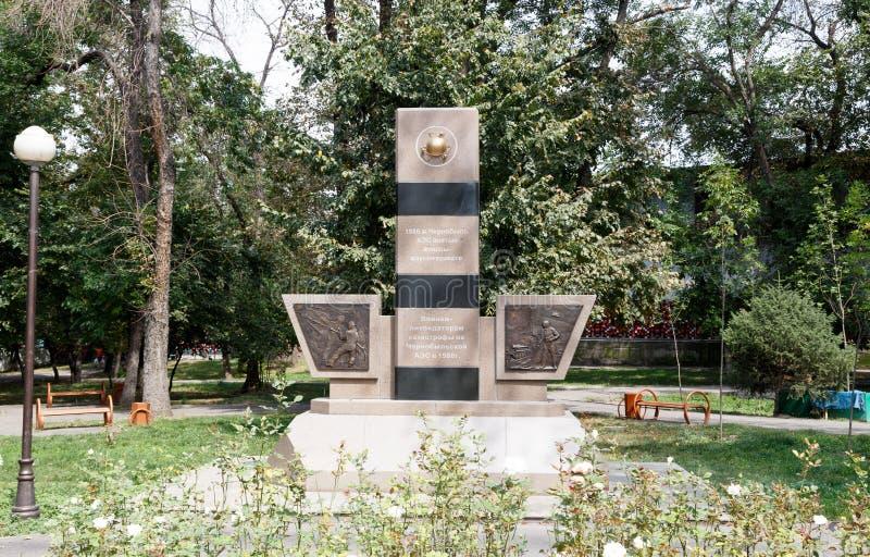 Almaty, il Kazakistan - 29 agosto 2016: Monumento ai liquidatori di fotografia stock